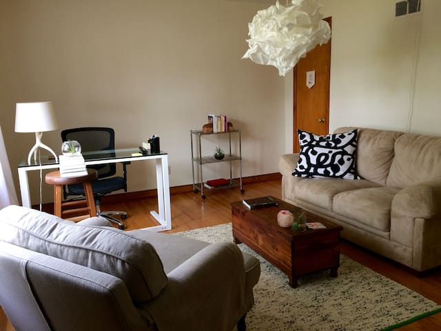 Charming and spacious 1 bedroom - Wauwatosa - 公寓