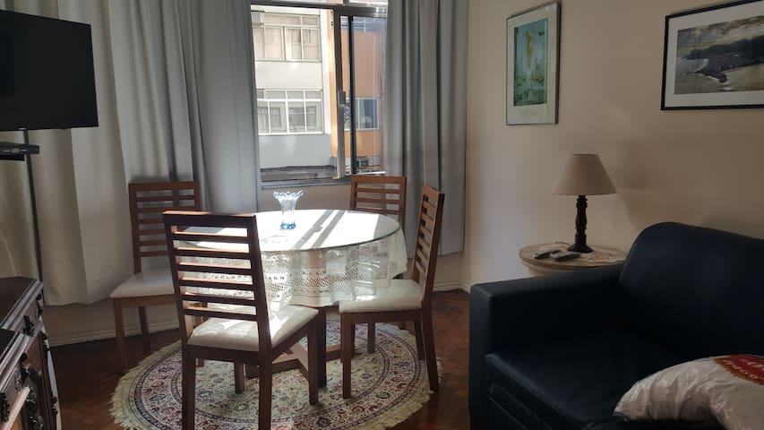 Bel appartement de deux chambres dans le quartier de Copacabana.