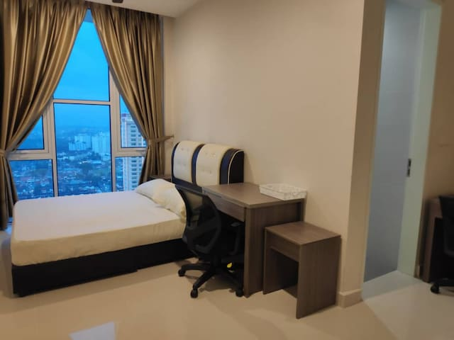 Masteroom A~Private Bath~7minWalk to SunwayPyramid