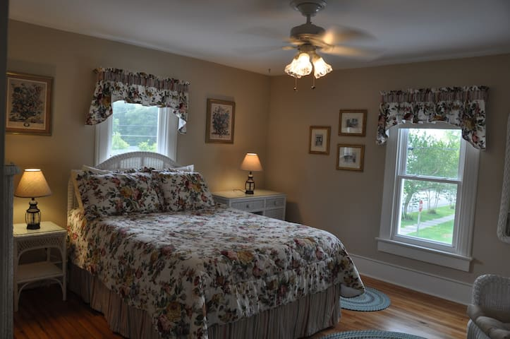 The Cartwright Bed and Breakfast Room #4 - Oriental - Bed & Breakfast