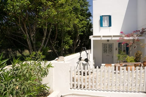 Holiday house in Adamas