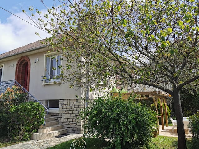 Canopée-Villa entière- 5 chambres jardin terrasses