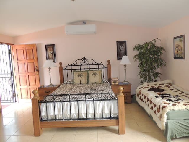 Private Room in a Farm located at the suburbs - San José - Appartement