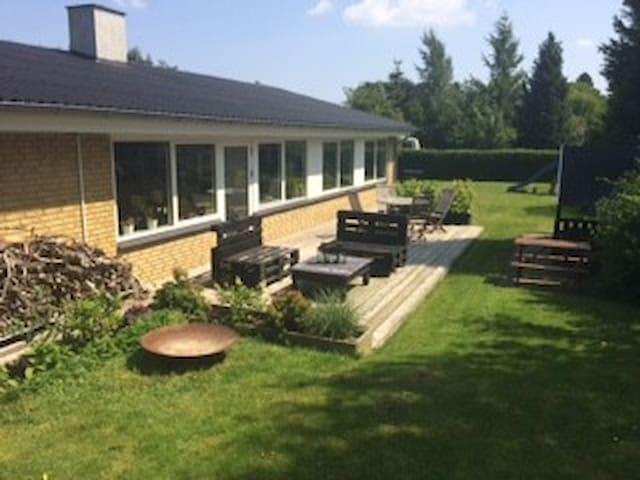 Familievenligt parcelhus i stille kvarter - Glamsbjerg - Hus