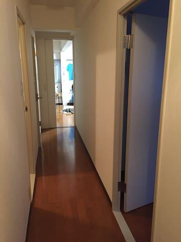 リノベ直後の白を基調とした清潔感プラス開放感のあるマンション。朝食有可