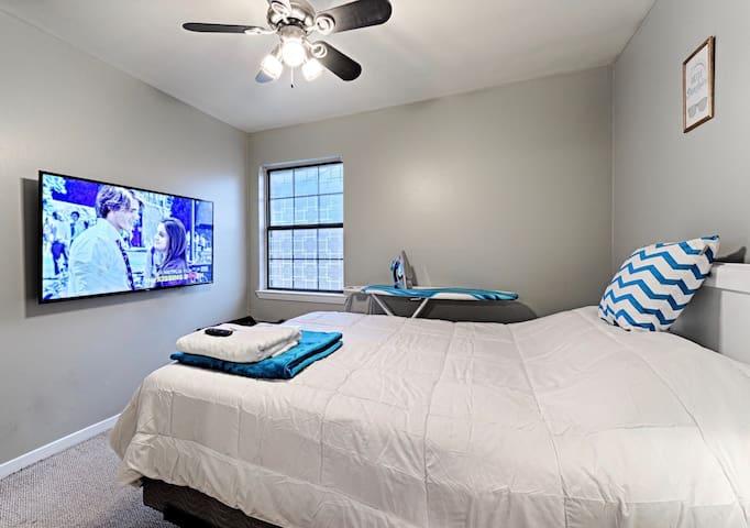 Smart TV, Queen Bedroom, Wifi, Starbucks!