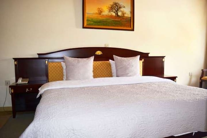 Great prices for rooms with a  serene environment.