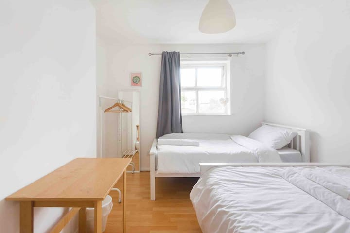 Sweet Room 2 Minutes To Overground &DLR Shadwell