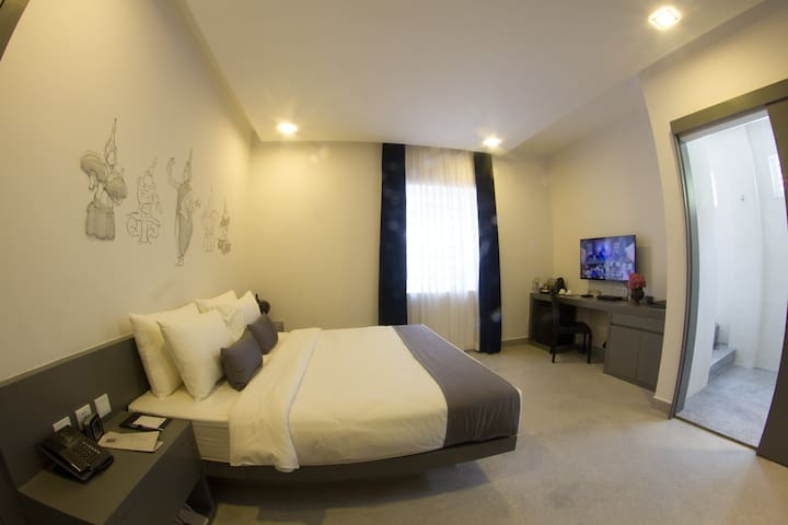 Gorgeous room with ample space in Phnom Penh