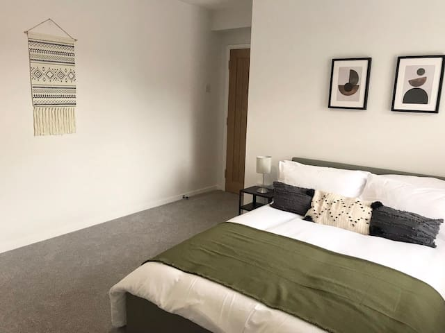 Central flat in Stokes Croft with parking!