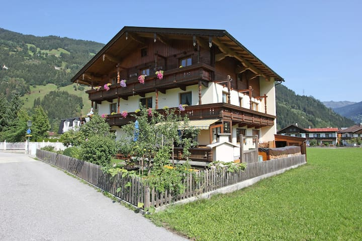 Cozy Apartment in Zell am Ziller with Balcony