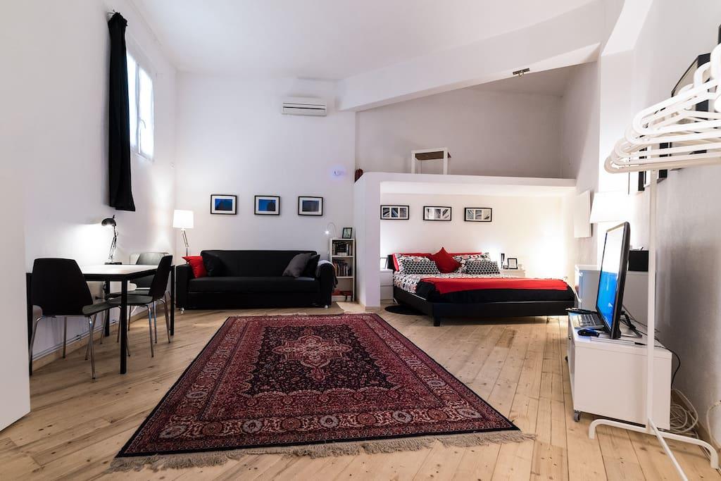 Loft monolocale con bagno e ingresso privati loft in for Uffici in affitto roma privati