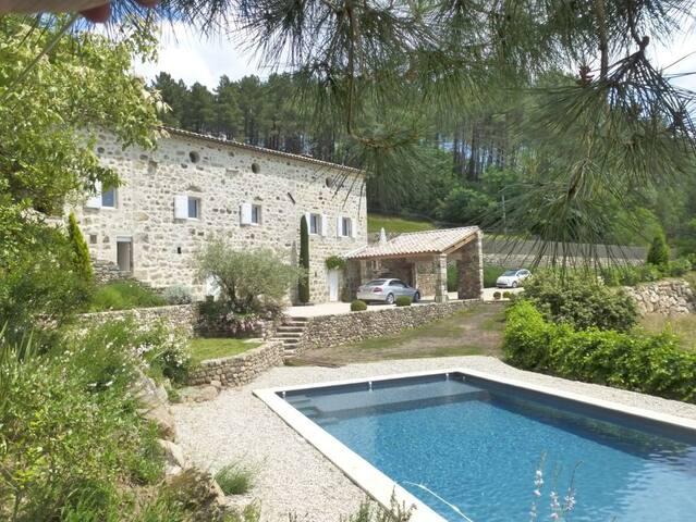 Belle maison ancienne avec magnifique vue - Saint-Julien-du-Serre - House