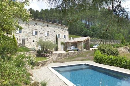Belle maison ancienne avec magnifique vue - Saint-Julien-du-Serre