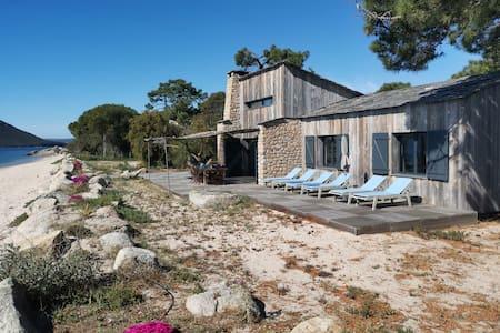 Magnifique villa pieds dans l'eau Porto-vecchio