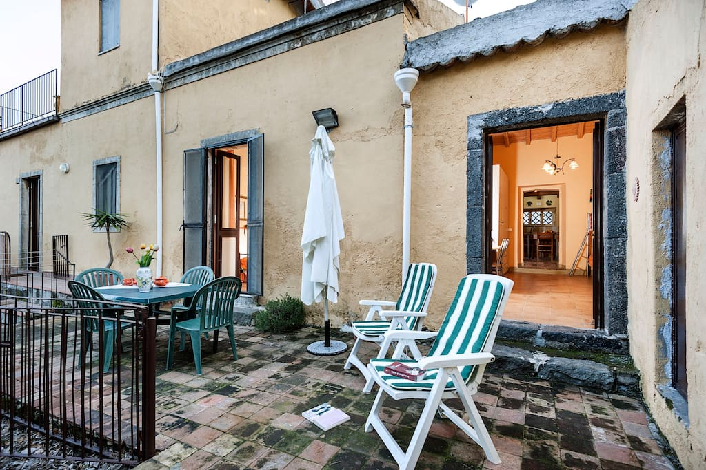 The spacious terrace  of Casa Mandarino