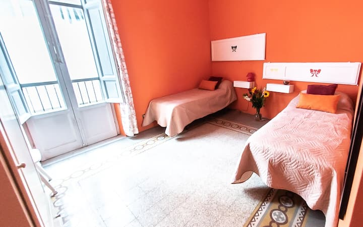 Orange room in the centre with breakfast