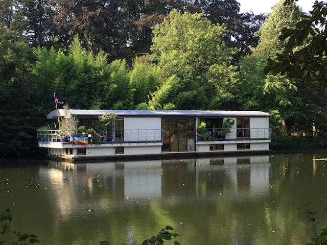 Unique houseboat, near the centre and Jaarbeurs