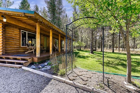 Lovely, dog-friendly log cabin w/ wood-burning stove & private hot tub!