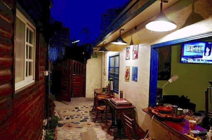 逢甲 木の宿背包房 一個讓心放鬆放空的小屋  8個床位2間房 - 西屯區