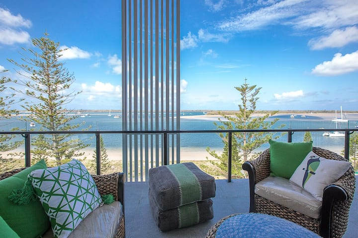 U/6 ORO 6 star luxury waterfront in Gold Coast