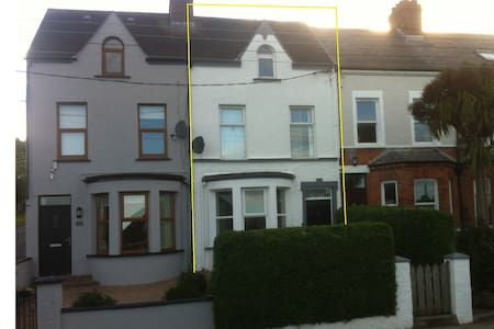 Seaside town house 20miles from Belfast, sleeps 7