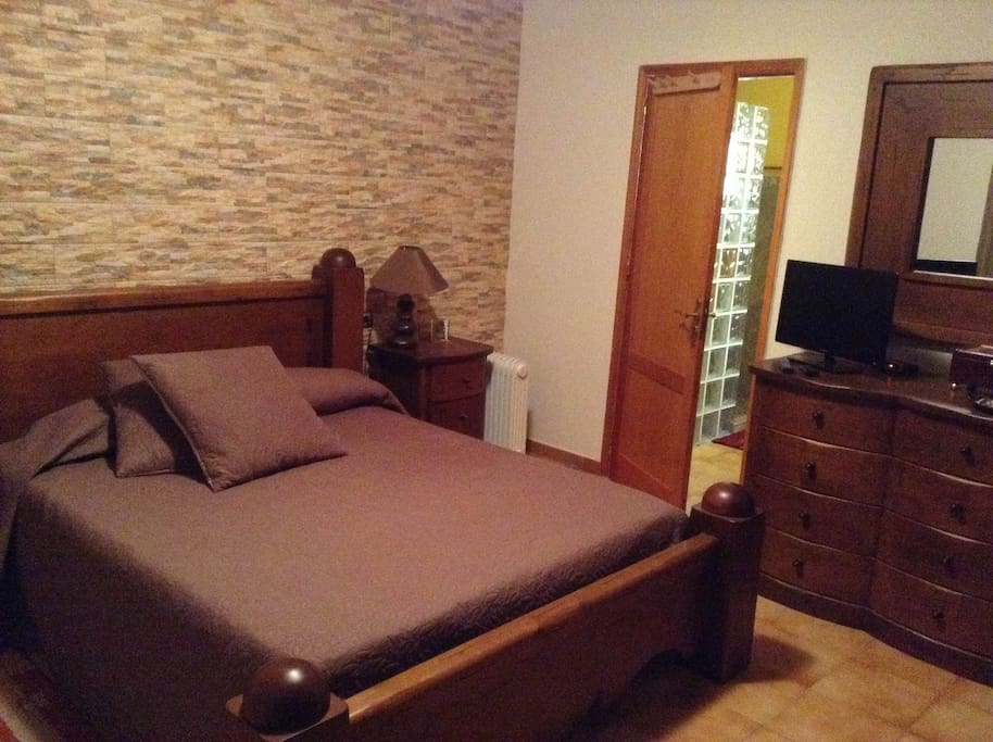 Primer dormitorio de la vivienda principal
