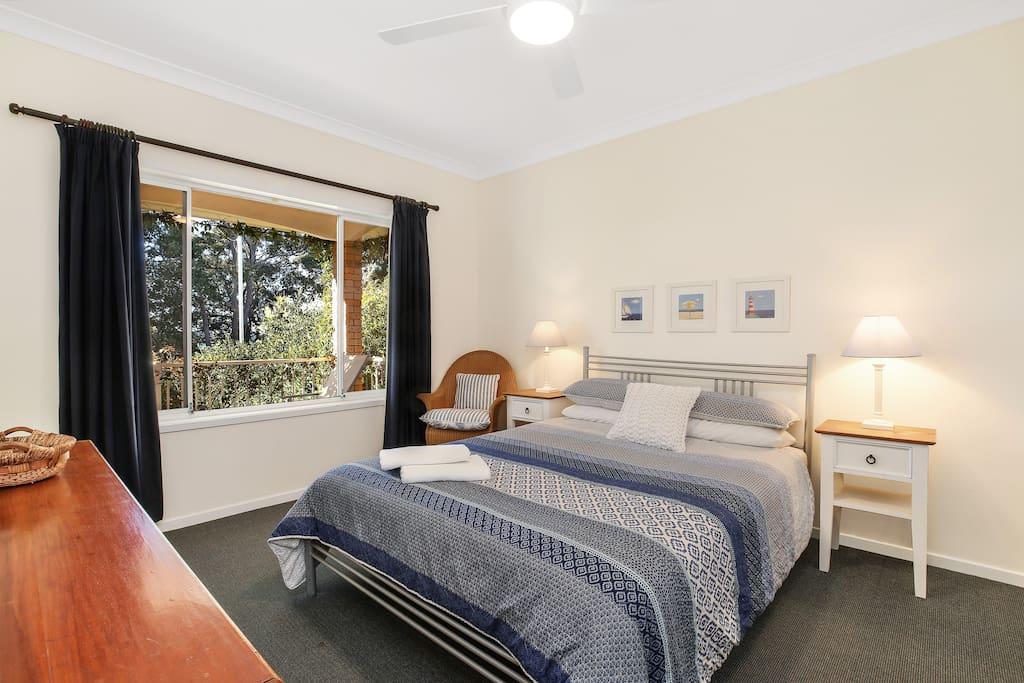 Bedroom 1 - queen, water views.