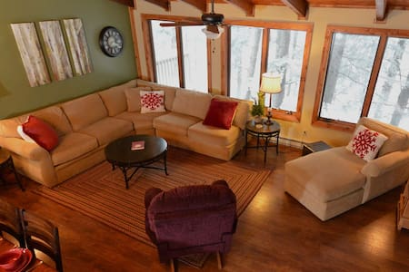 Stemwinder #2:  4 Bedrooms, 3 Full Baths:  Ski In / Ski Out.  Outdoor Hot Tub.