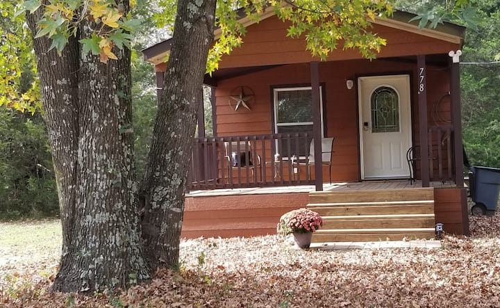 Mineola - private house- a few minutes to downtown
