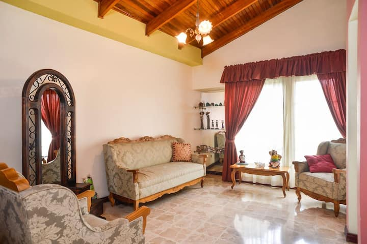 Nice & safe home near Airport - small room