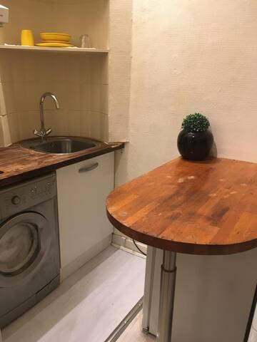 Studio en plein centre du Paris avec lave-linge