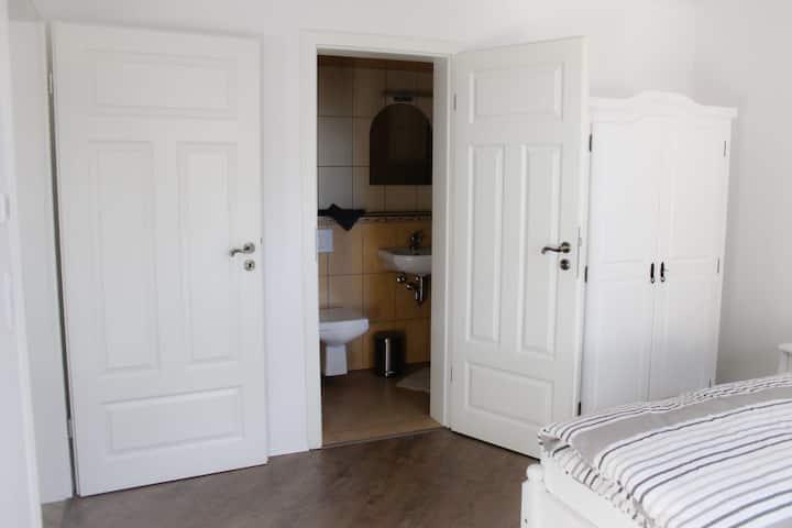 Doppel-oder Zweibettzimmer im Gästehaus Burgblick