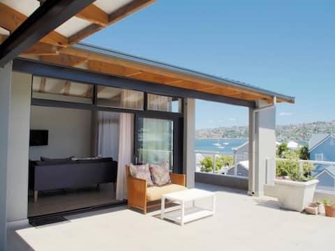 Sunny Rooftop Apartment above ile de pain