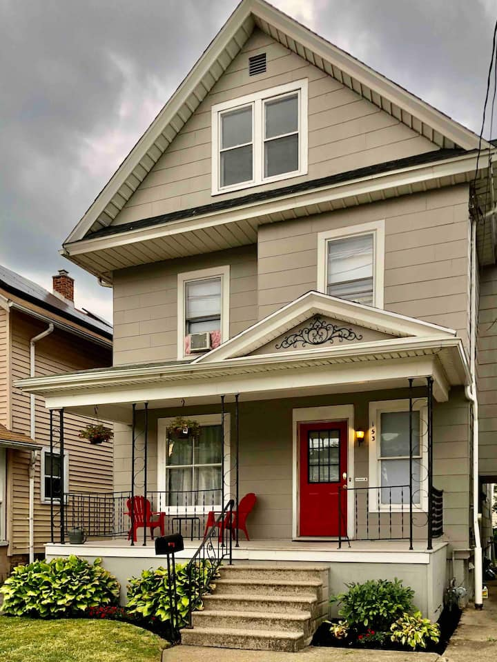 Red Door - Niagara Falls USA (4 beds/2 baths)