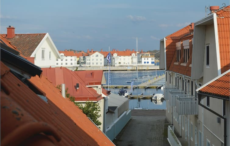 Holiday apartment with 4 bedrooms on 95 m² in Marstrand