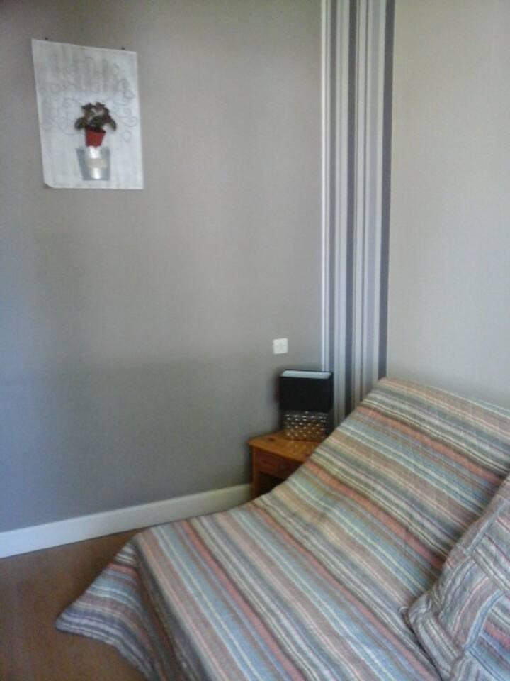 chambre simple et confortable