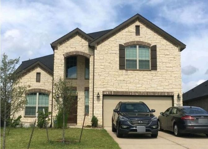 Nice and Luxurious Home in the Woodlands Area