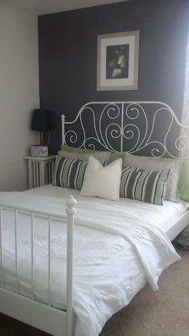 Ultra modern guest room, - Apopka - Ev