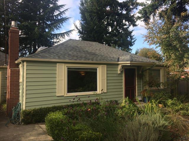 Charming Home Near UW (Ravenna) - Seattle - House
