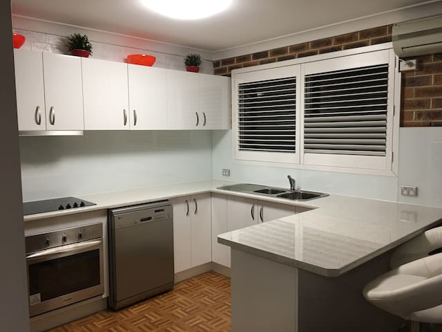 Richmond Townhouse near station PERFECT FOR GROUPS