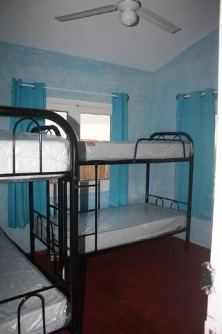 2) 8 BEDS DORM - HABITACION DE 8 CAMAS - Punta del Este - Bed & Breakfast