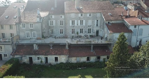 2 bedrooms  with shared bathroom in French chateau