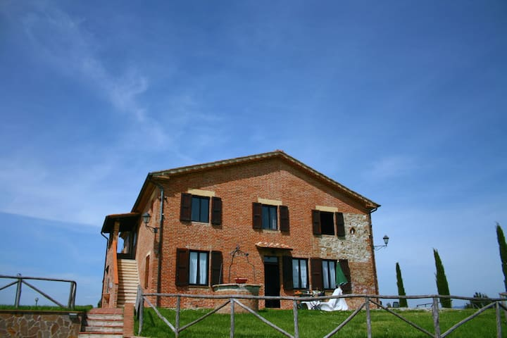Traditional Farmhouse in Asciano with Swimming Pool