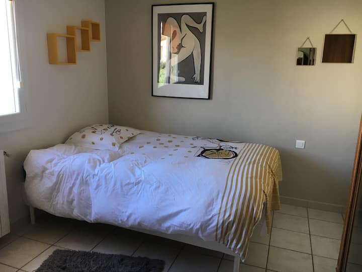 Chambre L dans villa individuelle