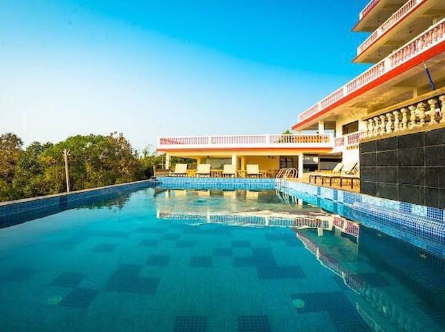 Executive Deluxe with pool near Ashvem beach