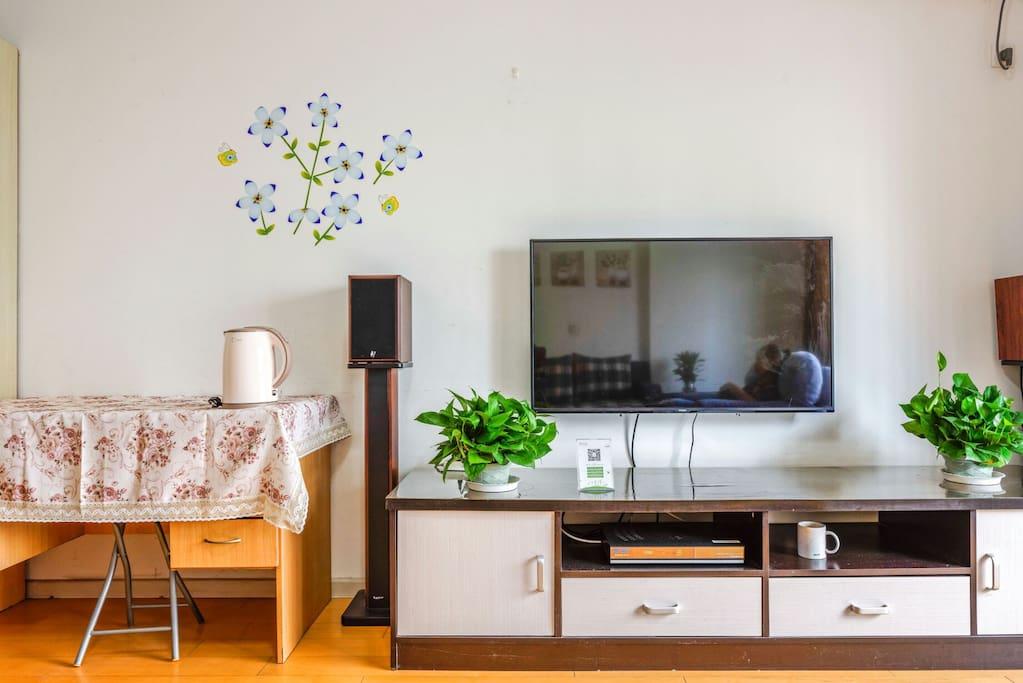 60寸的智能电视,让您看电视看电影,百兆网络无线畅游