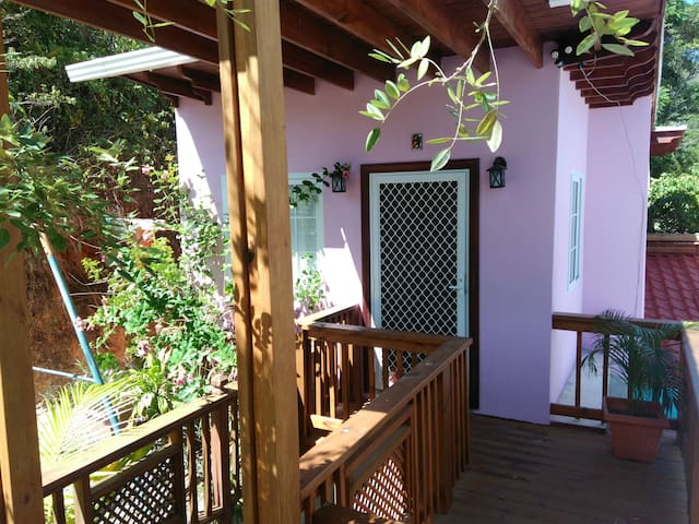Cozy, near supermkt, ATM, airport 10min from beach