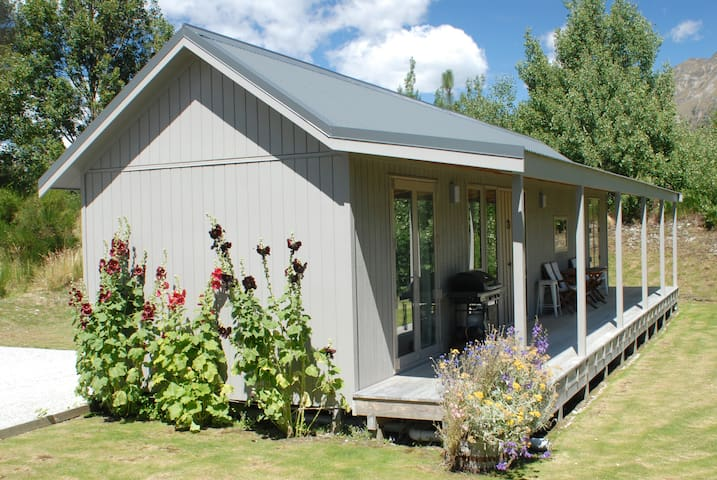 Modern Glenorchy Cottage - No cleaning fee