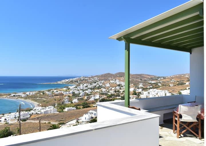 Veranda me thea/Balcony with a View